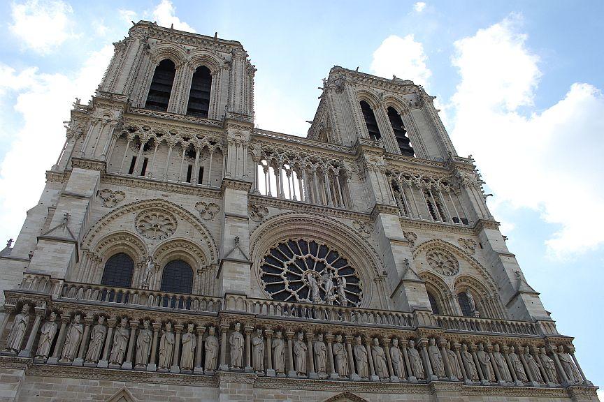 パリ ノートルダム寺院